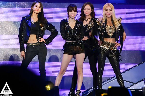Tags: SM Town, K-Pop, Girls' Generation, Kim Hyo-yeon, Sunny, Jessica Jung, Im Yoona, Black Shorts, Black Outfit, Necklace, Four Girls, Midriff