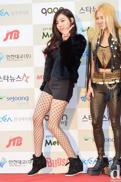 Tags: SM Town, K-Pop, Girls' Generation, Kim Hyo-yeon, Stephanie Young Hwang, Duo, Midriff, Pantyhose, Fishnets, Black Footwear, Shoes, Black Pants
