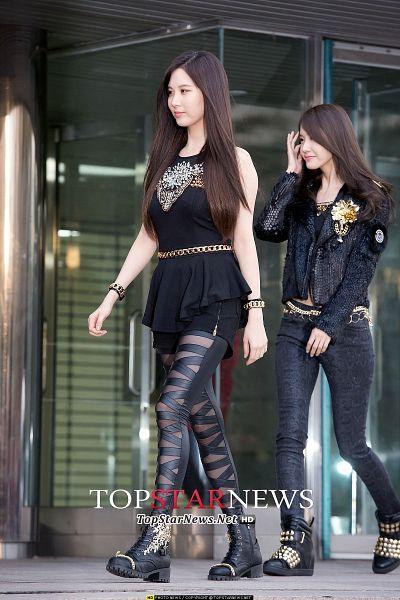 Tags: SM Town, K-Pop, Girls' Generation, Seohyun, Im Yoona, Black Legwear, Boots, Walking, Two Girls, Black Outfit, Black Footwear, Shoes