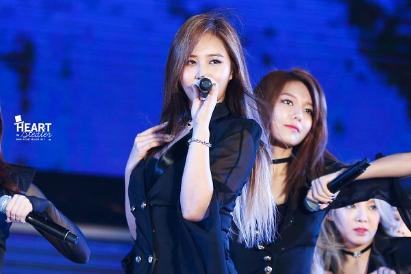 Tags: K-Pop, Girls' Generation, Kwon Yuri, Kim Hyo-yeon, Sooyoung, Matching Outfit, From Below, Blue Background, Frown, Black Outerwear, Looking Ahead, Black Jacket
