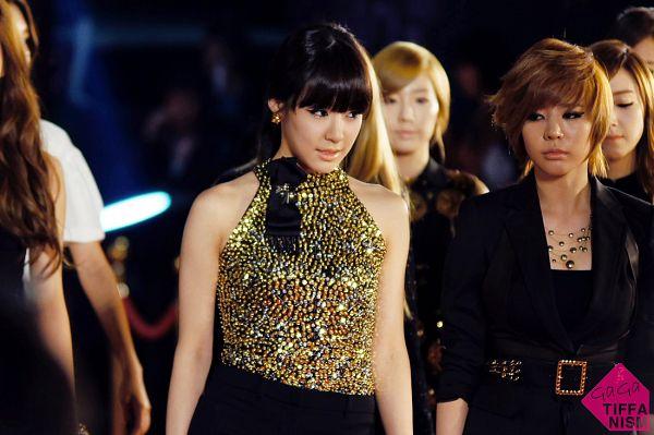 Tags: SM Town, K-Pop, Girls' Generation, Kim Tae-yeon, Stephanie Young Hwang, Sunny, Jessica Jung, Bare Shoulders, Sleeveless, Belt, Sleeveless Shirt, Gold Shirt