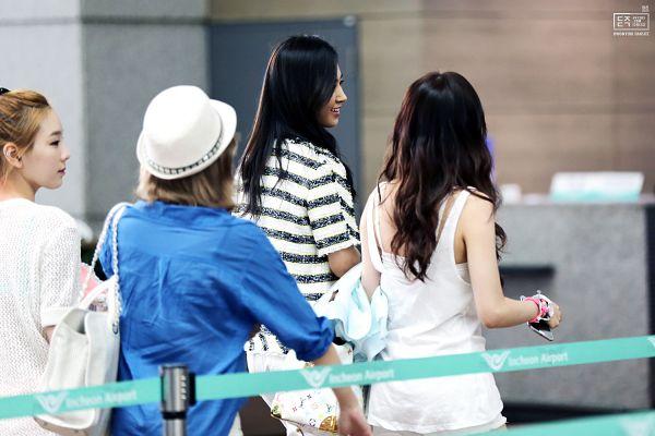 Tags: K-Pop, Girls' Generation, Sunny, Kim Tae-yeon, Kwon Yuri, Stephanie Young Hwang, Medium Hair, Striped, Striped Shirt, Sleeveless Shirt, Sleeveless, Back