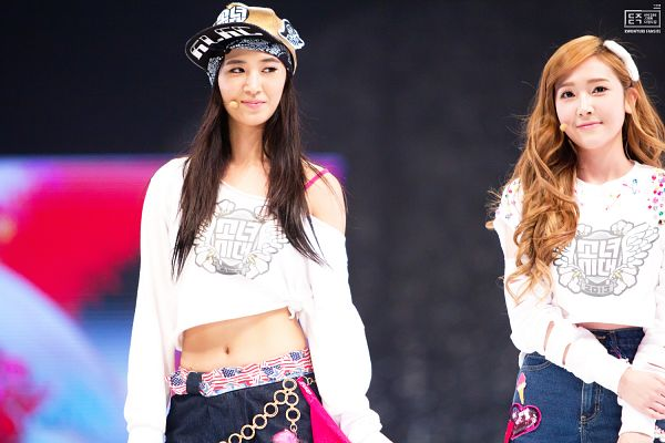 Tags: K-Pop, Girls' Generation, Kwon Yuri, Jessica Jung, Two Girls, Looking Away, Bare Shoulders, Belt, Baseball, Hand On Arm, Jeans, Duo
