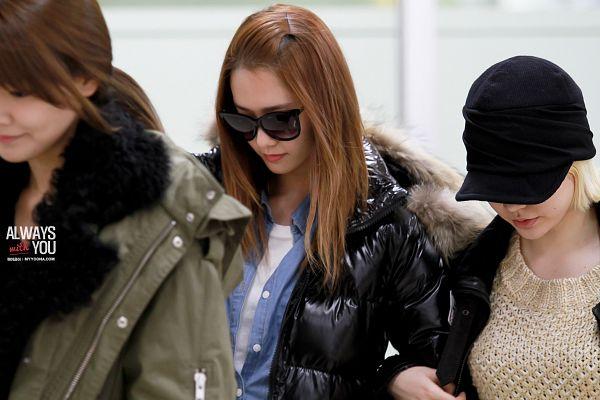 Tags: K-Pop, Girls' Generation, Im Yoona, Sunny, Sooyoung, Denim Shirt, Sunglasses, Arm In Arm, Black Jacket, Black Headwear, Sweater, Hair Up