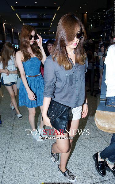 Tags: K-Pop, Girls' Generation, SM Town, Seohyun, Kwon Yuri, Android/iPhone Wallpaper