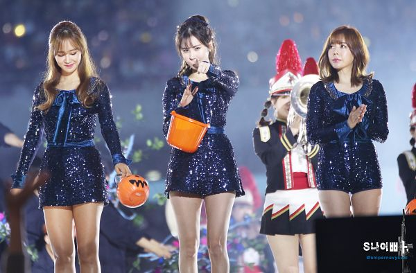 Tags: K-Pop, SM Town, Girls' Generation, Kwon Yuri, Sunny, Seohyun, Wallpaper