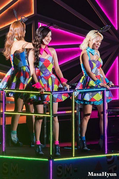 Tags: K-Pop, SM Town, Girls' Generation, Kim Hyo-yeon, Seohyun, Kwon Yuri, Mobile Wallpaper