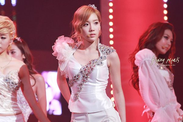 Tags: K-Pop, Girls' Generation, The Boys, Sunny, Sooyoung, Kim Tae-yeon, Crown, White Shorts, Shorts, White Outfit, Tiara, Looking Away