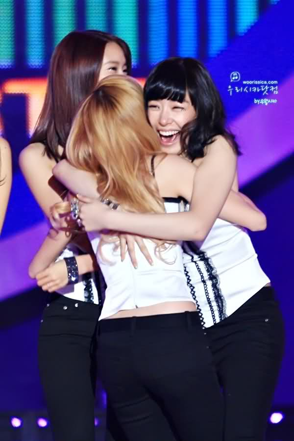 Tags: SM Town, K-Pop, Girls' Generation, Stephanie Young Hwang, Jessica Jung, Pants, Holding Close, Hug, Black Pants, Jeans