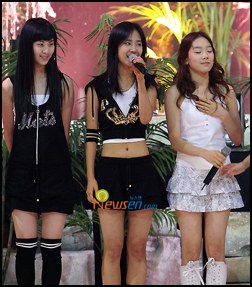 Tags: SM Town, K-Pop, Girls' Generation, Into The New World, Seohyun, Kwon Yuri, Kim Tae-yeon, Black Skirt, Eyes Closed, Black Legwear, Knee Socks, Knee Boots