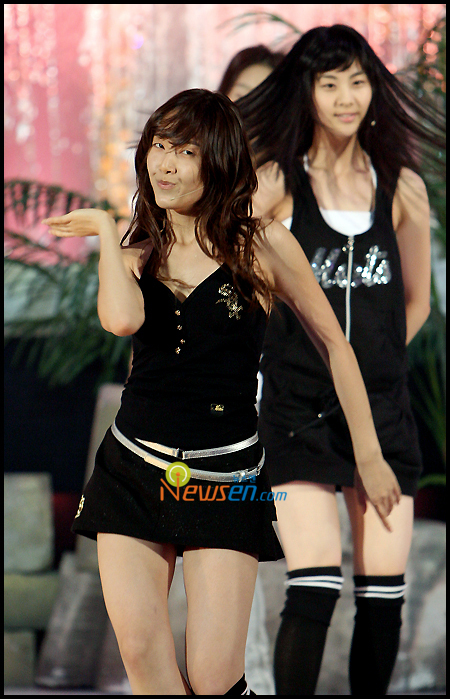 Tags: SM Town, K-Pop, Girls' Generation, Into The New World, Jessica Jung, Seohyun, Duo, Messy Hair, Socks, Black Outfit, Knee Socks, Black Legwear