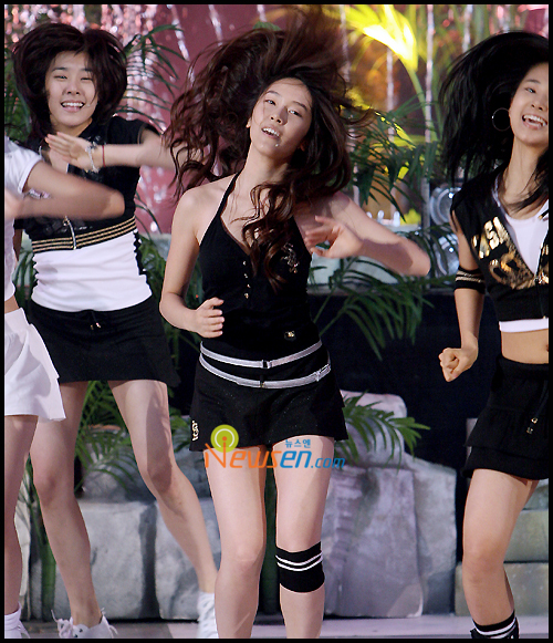 Tags: SM Town, K-Pop, Girls' Generation, Into The New World, Kwon Yuri, Stephanie Young Hwang, Jessica Jung, Black Outfit, Black Skirt, Messy Hair, Black Dress, Skirt