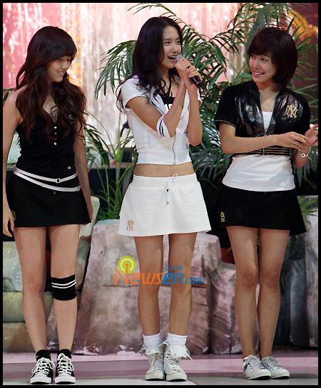 Tags: SM Town, K-Pop, Girls' Generation, Into The New World, Stephanie Young Hwang, Jessica Jung, Im Yoona, Skirt, Black Jacket, Sneakers, Flower, Looking At Another