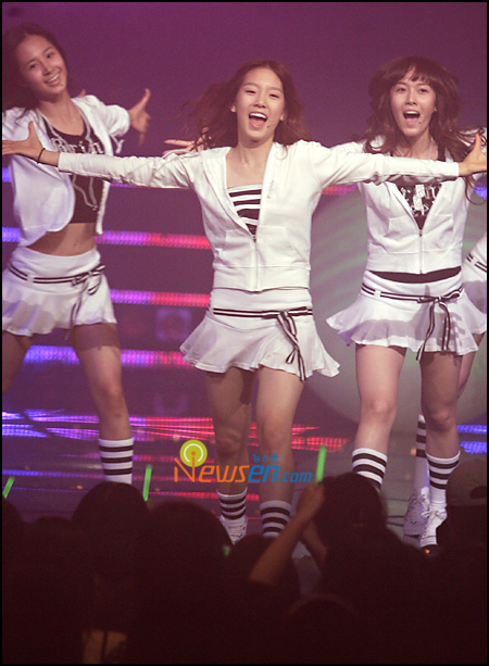 Tags: SM Town, K-Pop, Girls' Generation, Into The New World, Im Yoona, Jessica Jung, Kim Tae-yeon, Matching Outfit, Navel, White Outfit, Three Girls, Striped Shirt