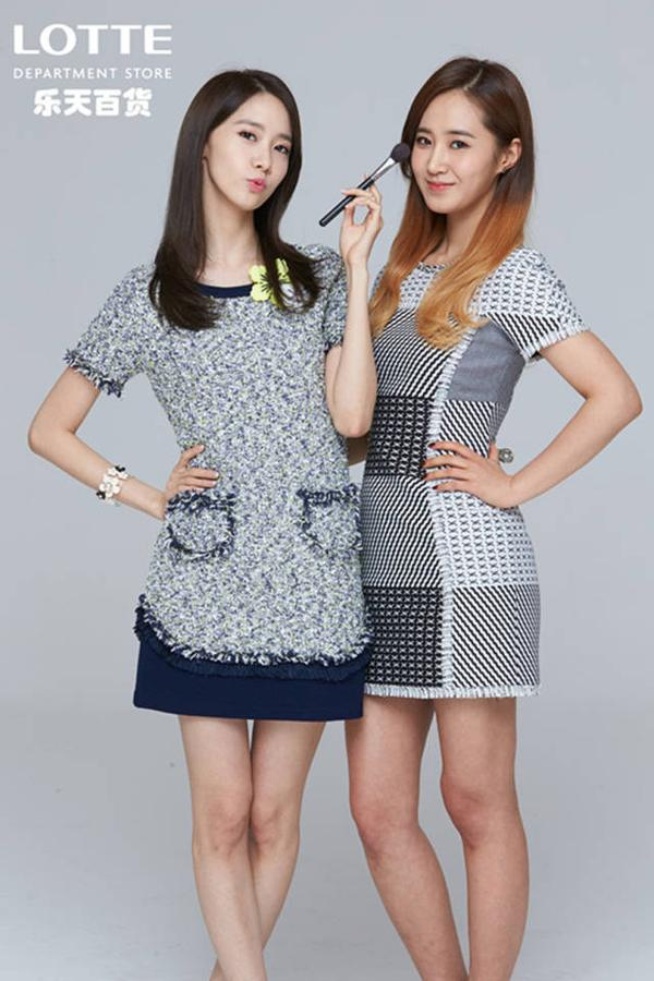 Tags: K-Pop, Girls' Generation, Im Yoona, Kwon Yuri, Text: Company Name, Checkered Dress, Checkered, Two Girls, Brush, Duo, Hand On Hip, Gray Dress