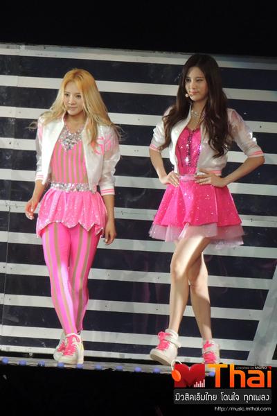 Tags: K-Pop, Girls' Generation, Kim Hyo-yeon, Seohyun, Pink Pants, Pink Outfit, Skirt, Sneakers, White Footwear, Shoes, Pink Shirt, Walking