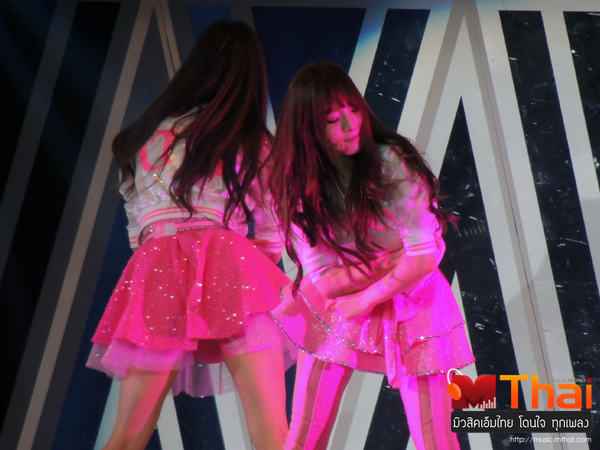 Tags: K-Pop, Girls' Generation, I Got A Boy, Seohyun, Kim Tae-yeon, Bend Over, Back, Matching Outfit, Gray Outerwear, Skirt, Two Girls, Eyes Closed