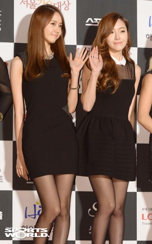 Tags: SM Town, K-Pop, Girls' Generation, Im Yoona, Jessica Jung, Wavy Hair, Black Background, Black Dress, Black Legwear, Wave, Sleeveless, Two Girls