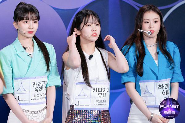 Tags: J-Pop, Kitajima Yuna, Kawaguchi Yurina, Hayase Hana, Trio, Japanese Text, Skirt, Blue Shirt, Text: Show Name, Shorts, Three Girls, Hair Up