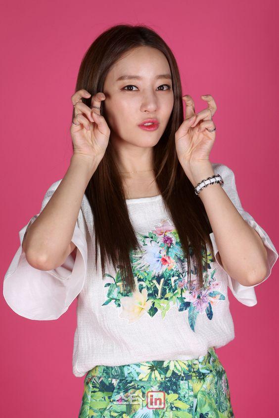 Tags: K-Pop, Rainbow, Go Na Eun, Pink Background, Floral Shirt, Green Skirt, Floral Print, Bracelet, Floral Skirt, Skirt