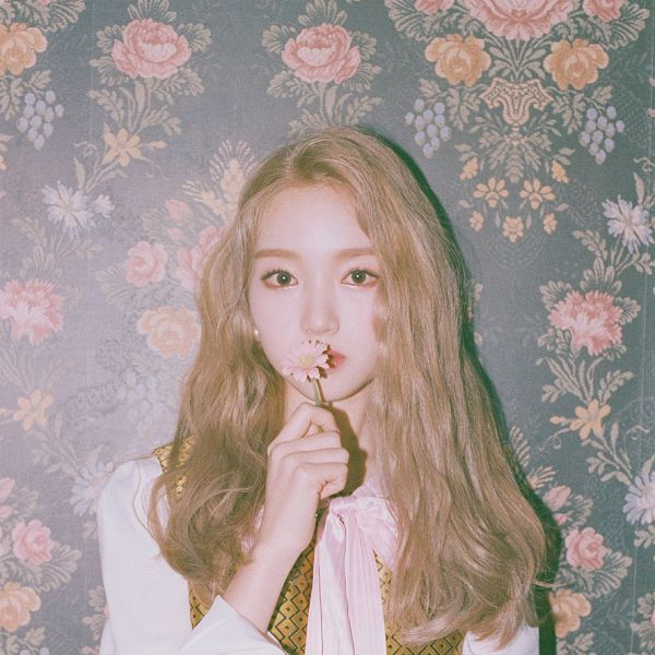 Tags: K-Pop, LOOΠΔ, One&Only, Go Won, Vest, Blonde Hair, Floral Print, Earrings, Serious, Flower