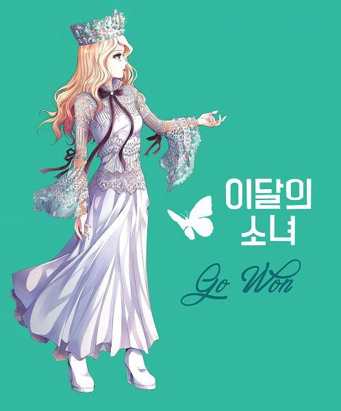 Tags: K-Pop, LOOΠΔ, Go Won, Korean Text, Looking Away, Serious, Animal, Contact Lenses, Wavy Hair, White Footwear, Make Up, Cross