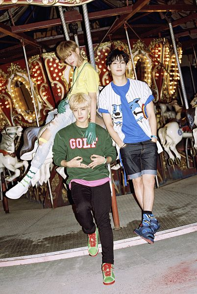 Tags: K-Pop, Got7, BamBam, JB, Jackson, Green Shirt, Carousel, Trio, Amusement Park, Hand In Pocket, Three Males, Night