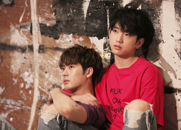 Tags: JYP Entertainment, K-Pop, Got7, Park Jinyoung (Junior), Jackson, Short Sleeves, Serious, Two Males, Looking Ahead, Holding Close, Purple Shirt, Hug