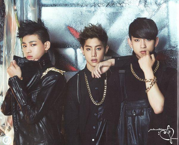 Tags: JYP Entertainment, K-Pop, Got7, Park Jinyoung (Junior), Mark, BamBam, Necklace, Serious, Identify, Scan