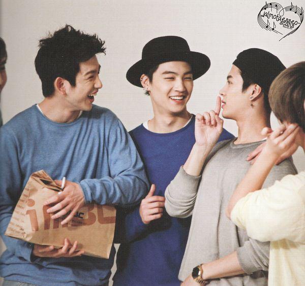 Tags: K-Pop, Got7, Jackson, JB, Park Jinyoung (Junior), Choi Youngjae, Looking At Another, Watch, Four Males, Quartet, Wristwatch, Hat