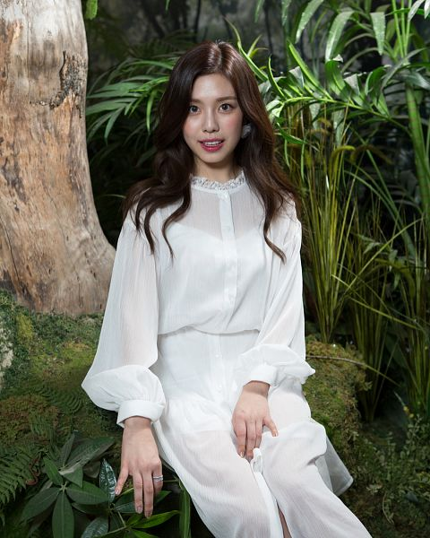 Tags: K-Pop, Berry Good, Berry Good Heart Heart, Crazy Gone Crazy, Gowoon, Ring, Plant, Blush (Make Up), Sitting, Tree, White Dress, White Outfit