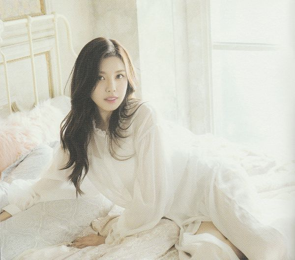 Tags: K-Pop, Berry Good Heart Heart, Berry Good, Crazy Gone Crazy, Gowoon, White Outfit, See Through Clothes, Bed, White Dress, Wavy Hair, On Bed, Serious