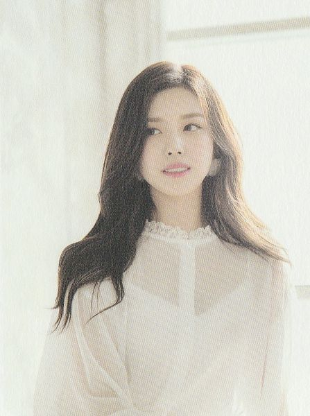 Tags: K-Pop, Berry Good Heart Heart, Berry Good, Crazy Gone Crazy, Gowoon, Wavy Hair, Veil, White Outfit, White Dress, See Through Clothes, Looking Away, Window