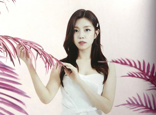 Tags: K-Pop, Berry Good, Gowoon, White Outfit, Serious, White Dress, Plant, Black Eyes, Pink Background, Hair Ornament, Hair Clip, Scan