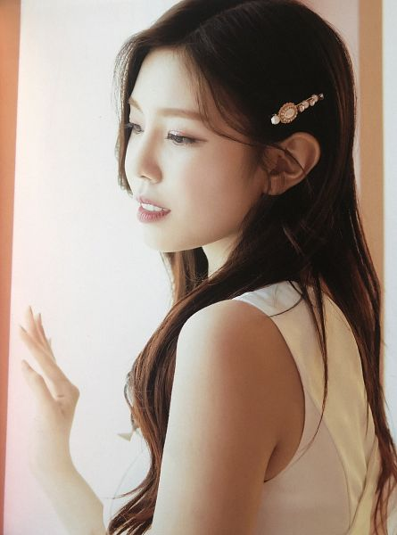 Tags: K-Pop, Berry Good, Gowoon, White Dress, Hair Ornament, Window, Hair Clip, White Outfit, Grin, Scan, Fantastic