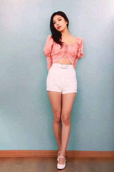 Tags: K-Pop, Berry Good, Gowoon, Black Eyes, White Shorts, Blue Background, Pink Shirt, Midriff, Wall, Shorts, Fantastic, Scan