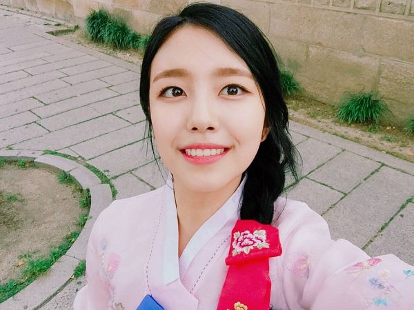 Tags: K-Pop, Berry Good, Gowoon, Braids, Hanbok, Traditional Clothes, Korean Clothes, Single Braid, Instagram, Selca