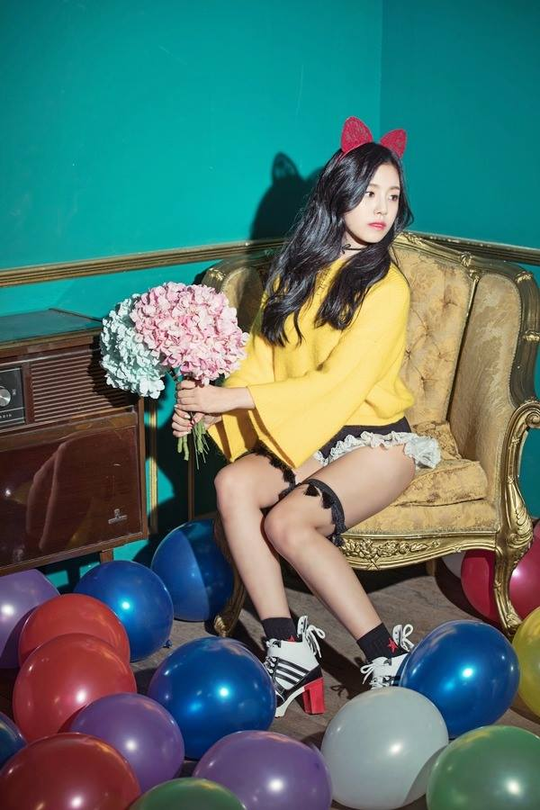Tags: K-Pop, Berry Good, Gowoon, Bouquet, Balloons, Armchair, Wavy Hair, Animal Ears, Yellow Shirt, Frills, Chair, Choker