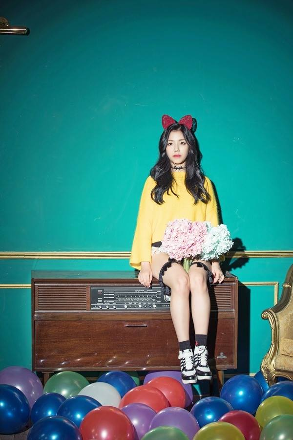 Tags: K-Pop, Berry Good, Gowoon, Yellow Shirt, Frills, Sitting, Choker, Hair Ornament, Wavy Hair, Red Bow, Bow, Flower