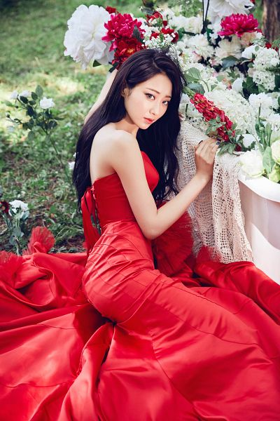 Tags: K-Pop, Nine Muses, Gyeongree, Sitting On Ground, Red Outfit, Sleeveless, Bare Shoulders, Red Lips, Flower, Plant, Tree, Sleeveless Dress