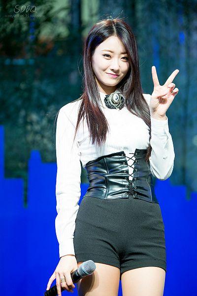 Tags: K-Pop, Nine Muses, Gyeongree, Shorts, Bare Legs, V Gesture, Black Neckwear, Corset, Black Shorts, SDEQ