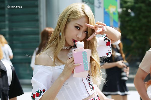 Tags: K-Pop, Nine Muses, Gyeongree, V Gesture, Choker, Drinks, Floral Print, Drinking, Outdoors, Bare Shoulders, Red Lips, Floral Shirt