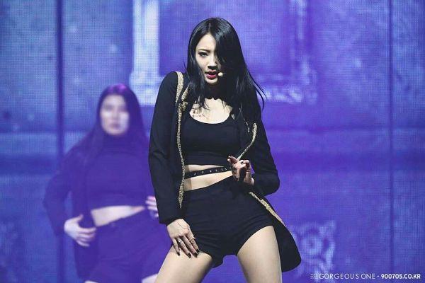 Tags: K-Pop, Nine Muses, Gyeongree, Belt, Purple Background, Midriff, Bare Legs, Shorts, Black Shorts, Gorgeous One
