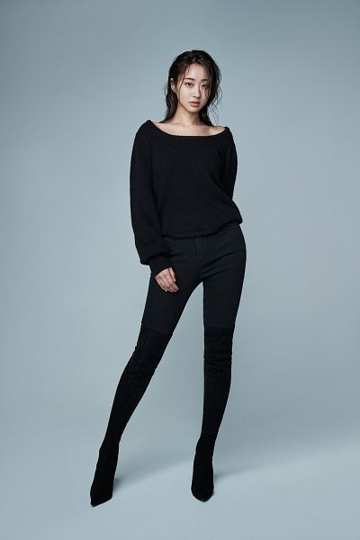 Tags: K-Pop, Nine Muses, Gyeongree, Black Pants, High Heeled Boots, High Heels, Collarbone, Black Footwear, Boots, Thigh Boots, Gray Background
