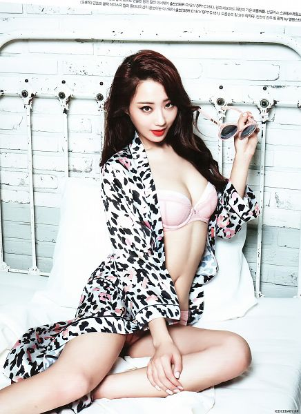 Tags: K-Pop, Nine Muses, Gyeongree, Midriff, Open Shirt, Lingerie, Red Lips, Holding Object, On Bed, Bra, Bed, Glasses