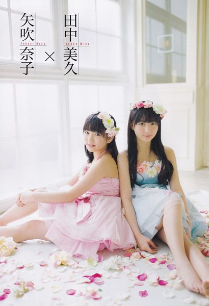 Tags: J-Pop, HKT48, Crown, Japanese Text, Flower, Hair Ornament, Flower Crown, Scan, Android/iPhone Wallpaper, Magazine Scan