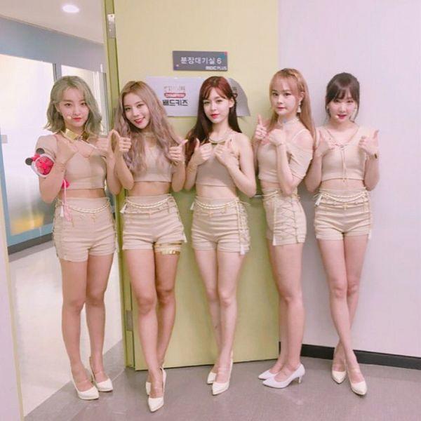 Tags: K-Pop, HOT PLACE, U-si, Lua, K.Me, Monika, Jang Eunyu, Blunt Bangs, Red Lips, Shorts, Short Sleeves, High Heels