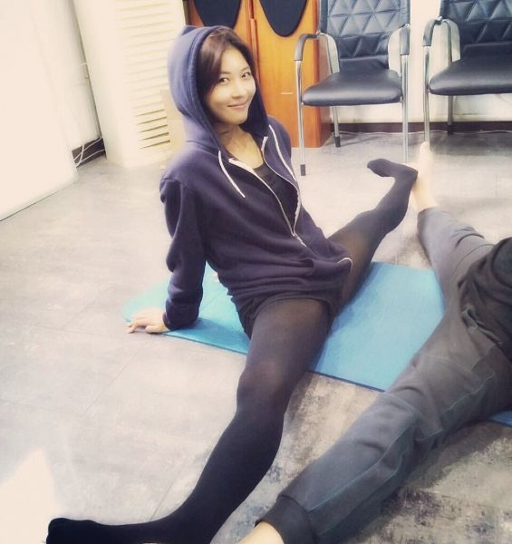 Tags: K-Drama, Ha Ji-won, Black Shorts, Working Out, Blue Jacket, Spread Legs, Pantyhose, Sitting On Ground, Shorts, Blue Outerwear