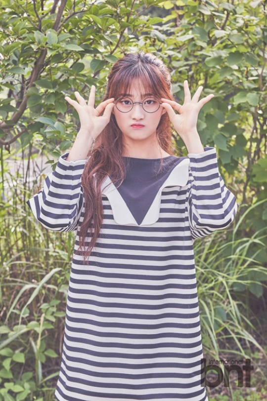 Tags: K-Pop, I.B.I, Han Hyeri, Blunt Bangs, Glasses, Plant, International Bnt, Magazine Scan