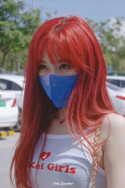 Tags: K-Pop, Dreamcatcher, Handong, Mask, Sleeveless Shirt, Bag, Face Mask, Outdoors, Bare Shoulders, Sleeveless, Looking Ahead, Red Hair
